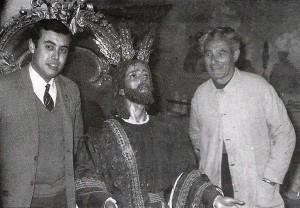 El imaginero Pineda Calderón con el Cristo de la Oración en el Huerto