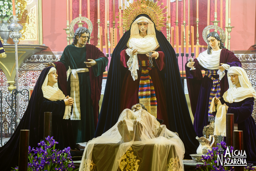 Besapie_Cristo_Santo_Entierro_Alcala_001